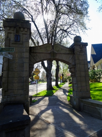Laurelhurst entry arch.